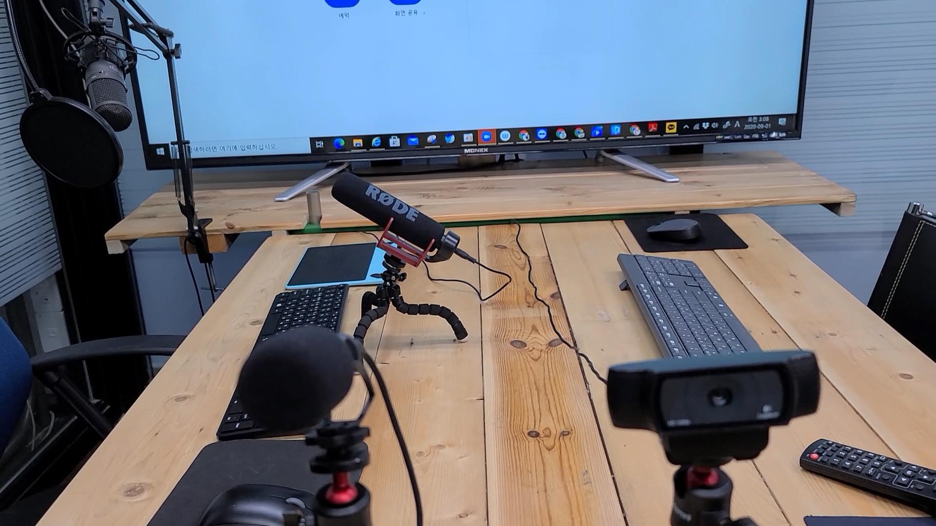 에스플러스학원 Splus Academy 비대면 온라인 완전탈바꿈.00_02_16_22.스틸 069제6강의실 키보드 디지털장비.jpg